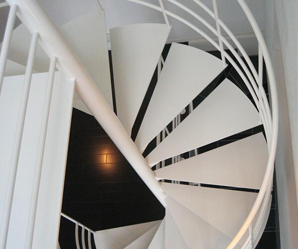 室内螺旋階段
